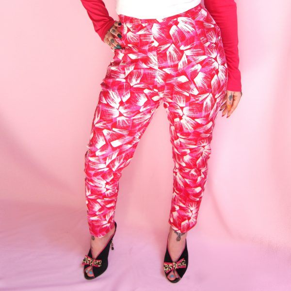 pin up vintage rockabilly trousers high waisted capri pants in bright pink with white fabric print