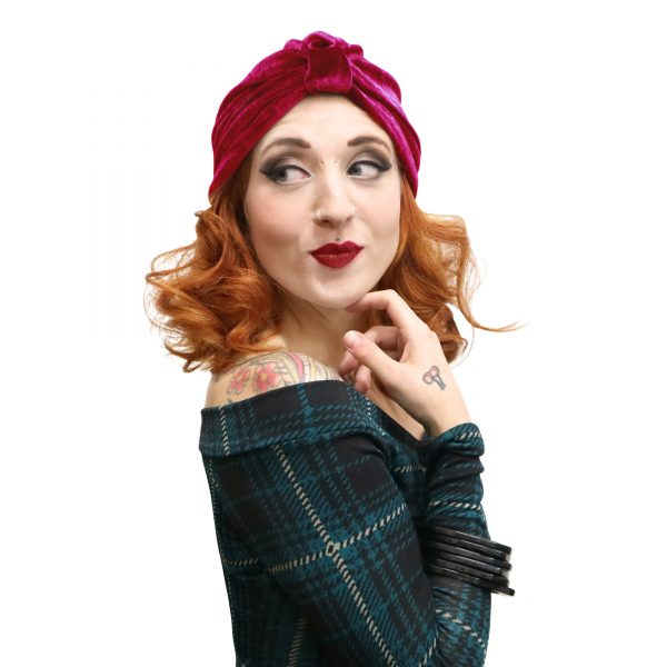 Release your inner glam with our pin up style turban. From a dark 30s deco feel to 50s pre-don pin up, our range of turbans is perfect for a easy vintage look
