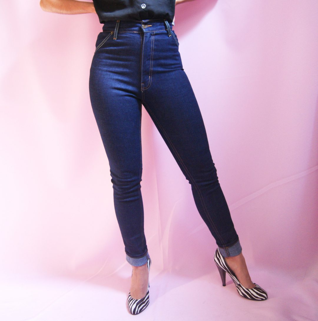 bottom half of model wearing blue polly jeans, high waisted jeans for petites